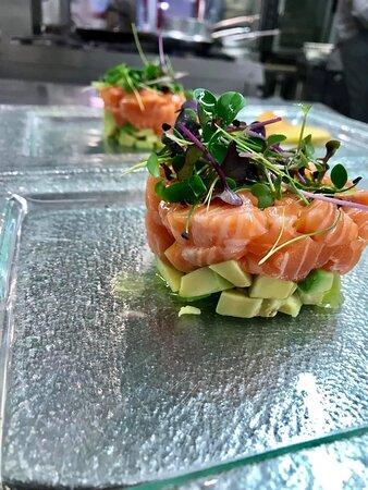 Tartare di salmone e avocado