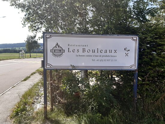 Restaurante en un entorno idílico. Cocina española y  el mejor producto km 0. Servicio de 10 Suquet de rape Costa Brava bestial, y aribau de porc BBQ  buenos no, los siguiente. Buenos vinos y cava Vilarnau.