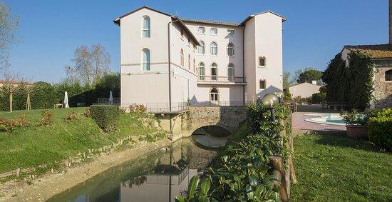 Un antico mulino medioevale, immerso in un parco fluviale di 5000mq , per assaporare a pieno la meravigliosa  Toscana