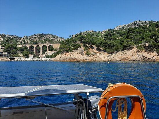 Brunch Calanques Day Cruise: Là où nous nous sommes arrêtés pour manger et nous baigner (une calanque de la côte bleue).