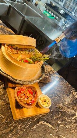Saumon Vapeur et légumes vapeurs croquants sa petite sauce vierge fumé aux romarin
