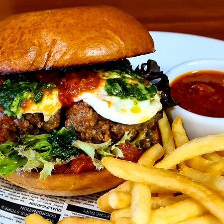 Italian Burger woth Meatballs, Buffalo Mozzarella and Basil Pesto