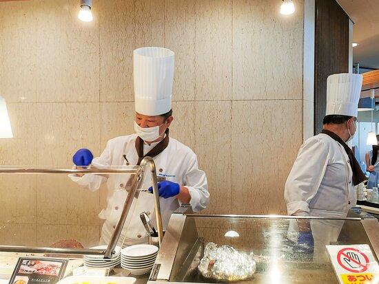 シェフの揚げたての天ぷら、国産牛ローストビーフ食べ放題