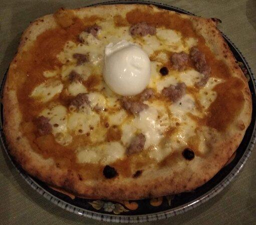 Pizza Mediterranea con Burrata