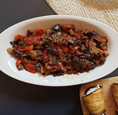 """Senigallia, Italy: Pranzo di Ferragosto a casa : Ratatouille di melanzane, pomodorini e scalogno... Ad essere sinceri da me si chiama """"Futicchiò """", ma temo che suoni molto meno bene ... 😕🤔🤨😐😊😊😊"""