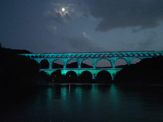 Foto Vers-Pont-du-Gard