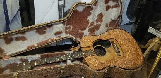 Sun Studio Entré med guidad tur: neat guitar in museum