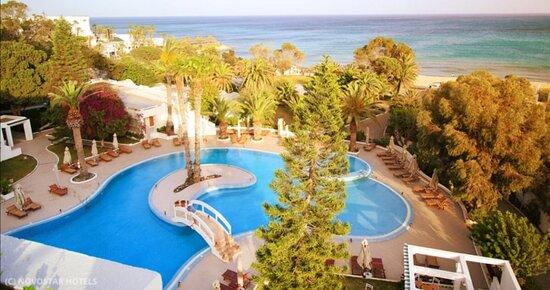 Sol azur un hôtel très beau.                                                                                                                                                                         Est les personnes chaleureux.