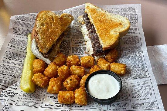Wellington's Pub and Grill - Winona, Minnesota - Sunrise Burger and Tots