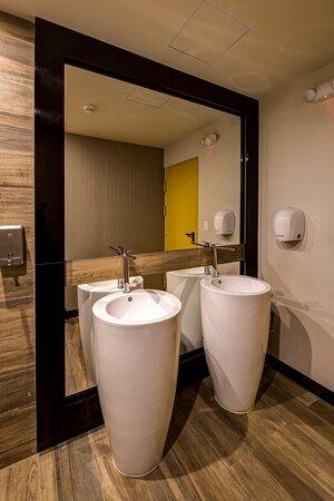 Baño público en primer nivel - Bathroom in 1st floor