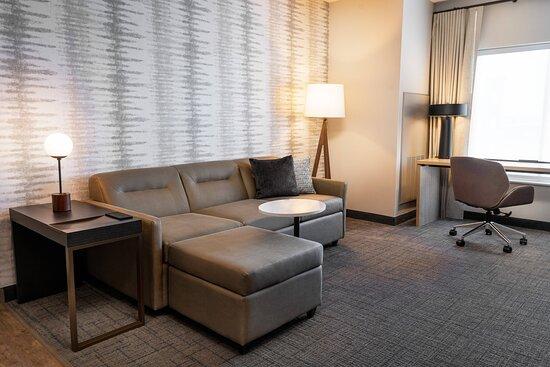 One-Bedroom Queen/Queen Suite - Living Room