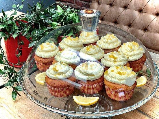 when life gives you lemons...make some lemon muffins;)