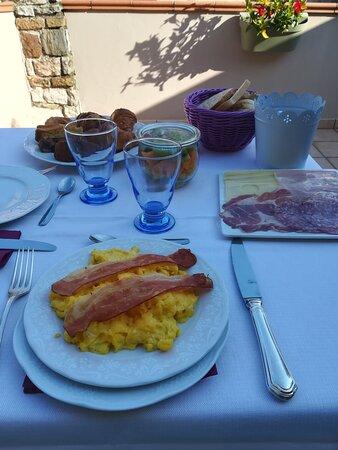 Vista dal terrazzo della camera e colazione