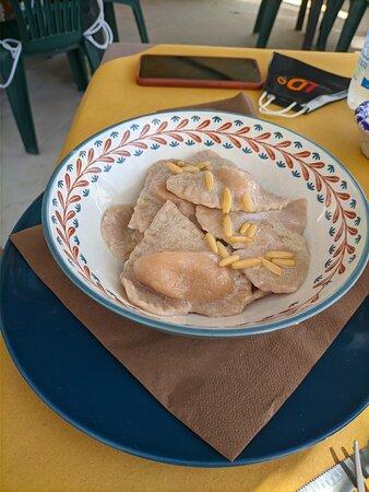 Ravioli di castagne e pinoli.
