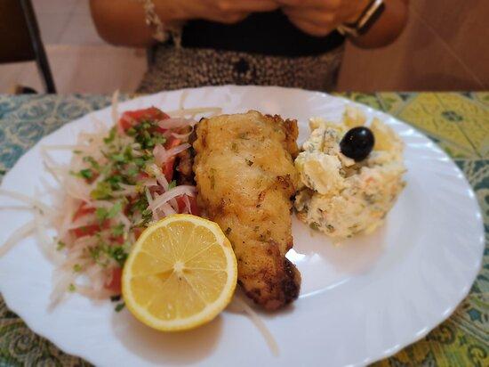 Pescado con papas mayo y ensalada a la chilena!