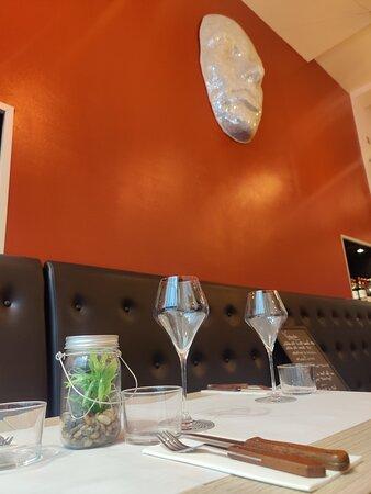 décoration moderne, chic, pour un repas savoureuc