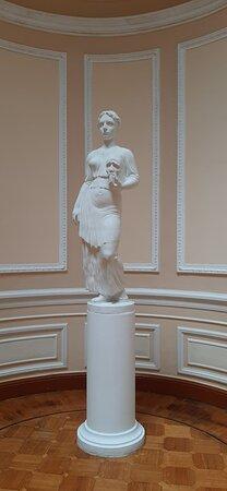 Скульптура в одном из залов