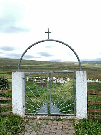 Melstaðarkirkja - Tor zum Friedhof