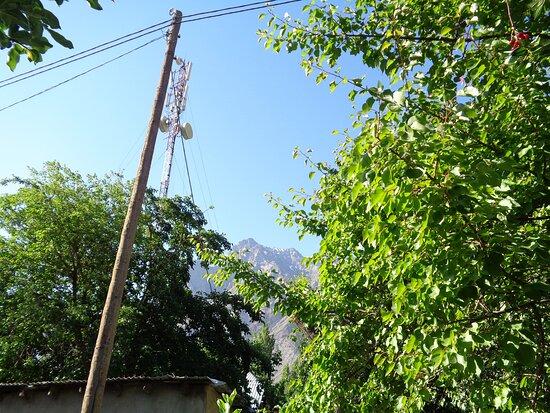 Tadschikistan: Rano z okna w naszym pokoju zobaczyliśmy takie piękne góry.