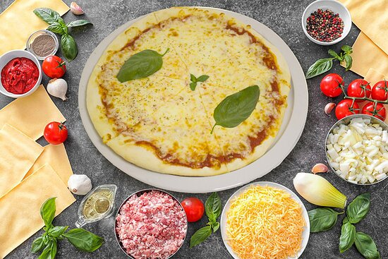 Pizza Margherita Sauce tomate, Mozzarella, Basilic, Olives Noires