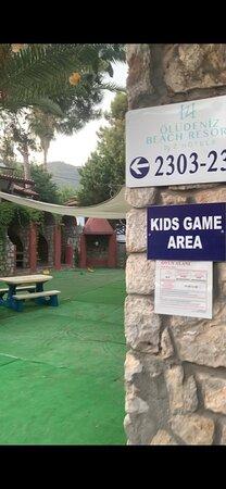 вот так печально выглядит детский клуб - стол и лавка.....