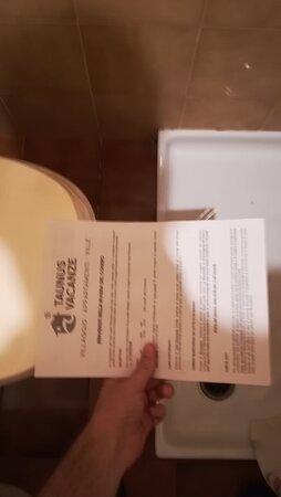 distanza tra bagno e seduta del wc ridottissima