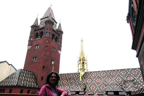 Basel, Schweiz: Basilea, rathauss. Vista desde la terracita del tercer piso.