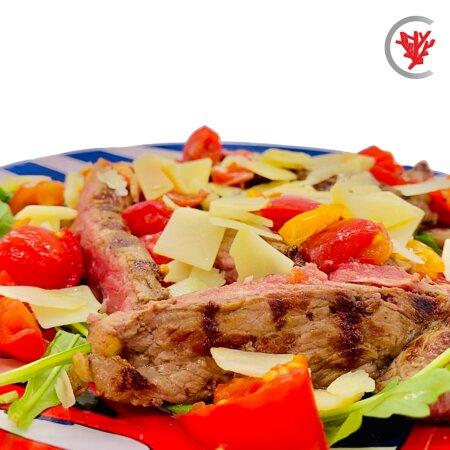 Tagliata di carne nostrana, rucola, pomodorini e scaglie di parmigiano all'uscita 🥰😋
