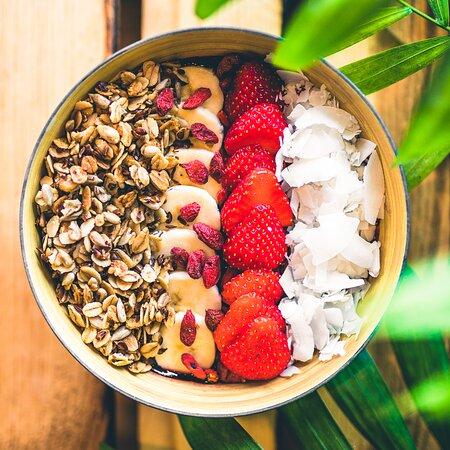 Gesunde Açai Bowls mit Superfood Topping