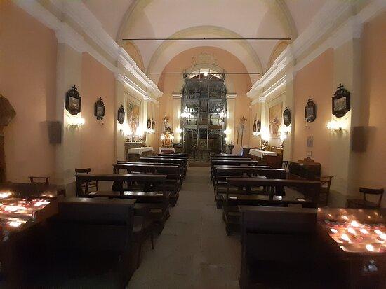 interno ben conservato del Santuario della Madonna del Faggio