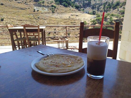 Сфакийская лепешка на завтрак