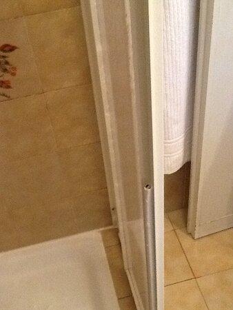 Gummidichtung an der Dusche fast nicht mehr vorhanden