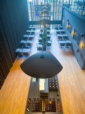 Mødte et super klart personale på åbningsdagen i Viborg  Fantastisk koncept  Fine vine og fin mad til pris