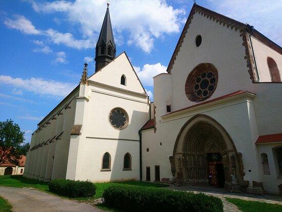 rechts Klosterkirche  - links Klosterkonventkirche