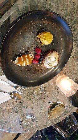 veel smaken  en variatie bij het dessert, met een fantastische wijn suggestie. DANK , Yasin !!