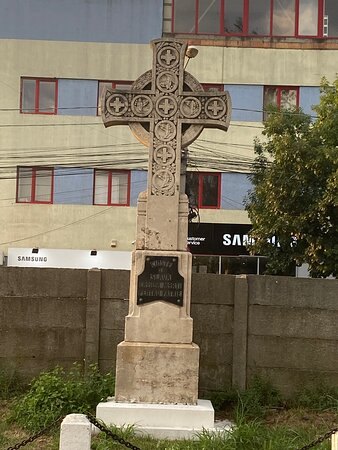 The cross erected in the memory of the fallen for freedom ... in the heroes cemetery of Timisoara.
