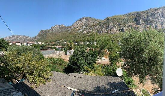 Teras'tan dağ manzarası