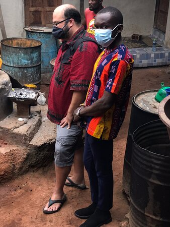 AT THE NTONSO ADINKRA CLOTH STAMPING VILLAGE WITH MY CLIENT ZACH FROM VIRGINIA U•S•A🇺🇸.CONTACT US FOR ENQUIRIES AND BOOKINGS CALL/WHATSAPP ON +233247304270/blackroottoursgh@gmail.com