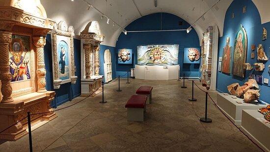 Зал музея керамики