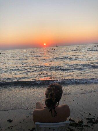 Rivabella (LE) una piccola località accanto Gallipoli. Un luogo ideale per chi ama la tranquillità e il relax. Grandi pinete dove potersi godere l'ombra con vista mare. Una spiaggia bellissima e molto pulita con tutti i servizi necessari e tramonti mozzafiato.