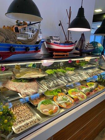 Bol ve taze balık çeşitlerimiz ile hizmetinizdeyiz