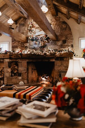 Christmas is a wonderful time of year to visit the White Horse Inn as the entire restaurant is decked out in festive décor.