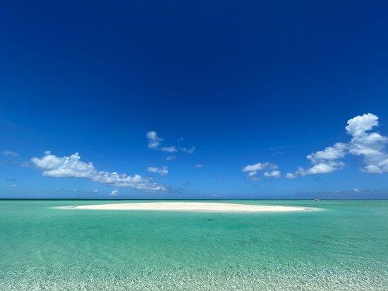 Turks-och Caicos: A sand bar by the private beach