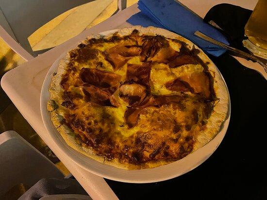 Pizza jamón york.