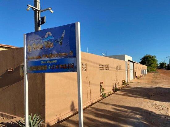 Sao Miguel do Gostoso, RN: Area externa com estacionamento