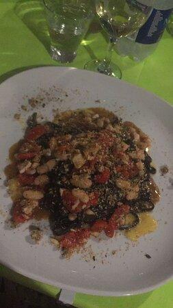 Tagliolini al nero di seppia con salsa di ombrina, fagioli e pane profumato