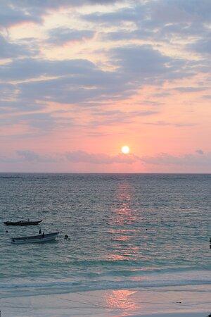 Situé face à l'Est pas de coucher mais lever du soleil sur l'océan indien