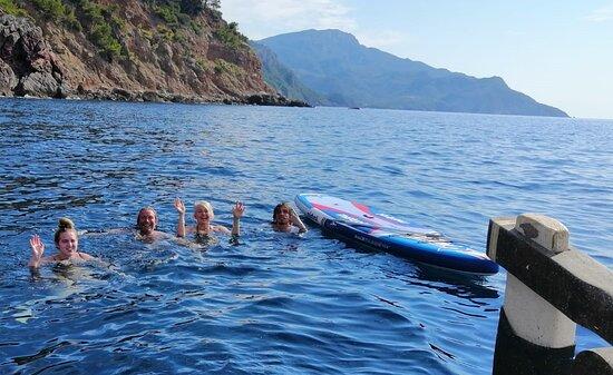 Chapuzón en una excursión de Pescaturismo en Sóller