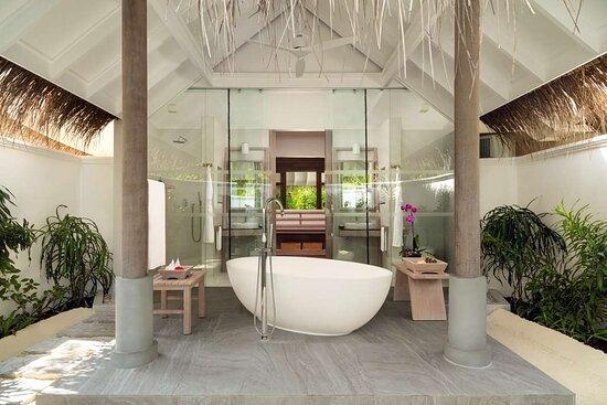 Two Bedroom Family Villa master bedroom en suite bathroom