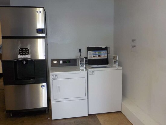 Ice Machine & Guest Laundry
